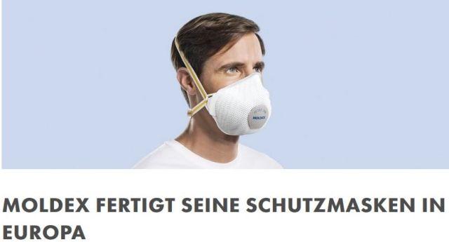 Mann mit Mundschutz.