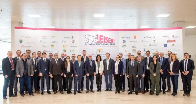 Bürgermeister und Landräte mit Verkehrsminister Herman im Rahmen der Initiative Motorradlärm.
