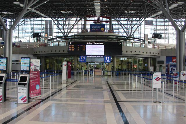 Menschenleere Abfertigungshalle am Flughafen Stuttgart.