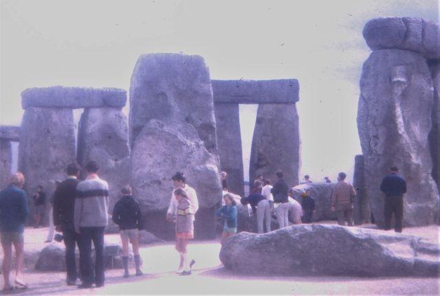 Stonehenge: Besucher können zwischen den Steinen umhergehen. Aufgenommen 1969.
