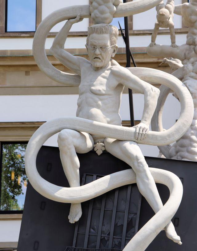 Ministerpräsident Kretschmann, nackt mit Feigenblatt.